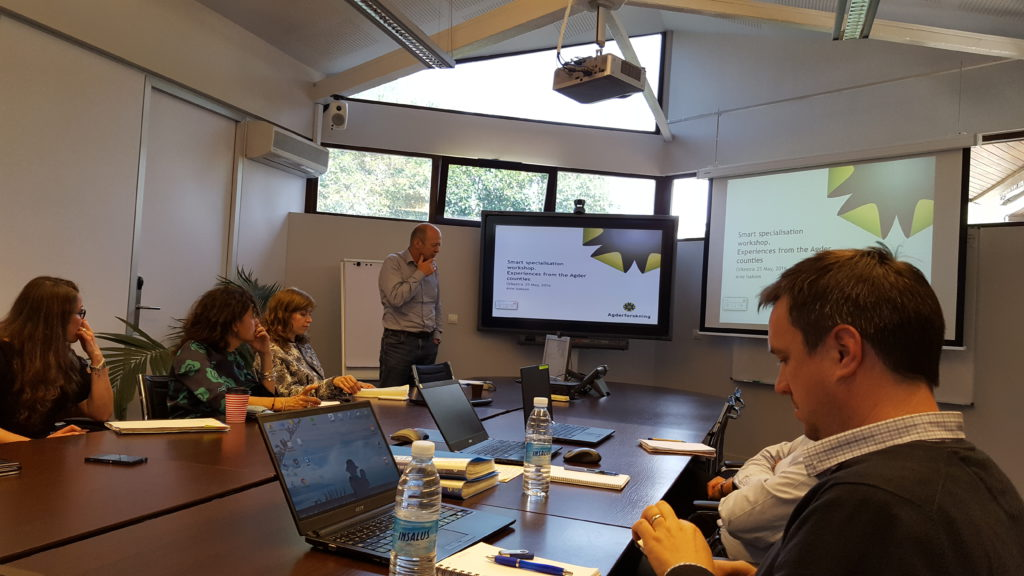 Professor Arne Isaksen gives a presentation during a workshop at Orkestra - Basque Institute of Competitiveness, in San Sebastian on May 25, 2016, exchanging experiences with smart specialization projects in The Basque Country and Agder.